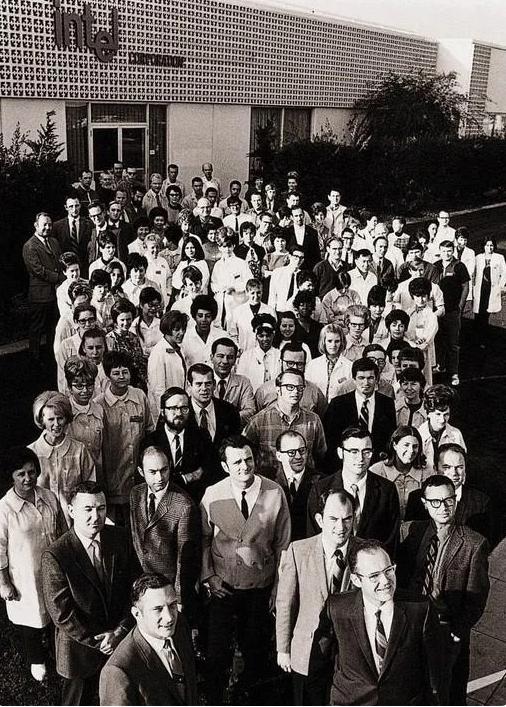 106 первых сотрудников Intel, где-то среди них Майк Марккула