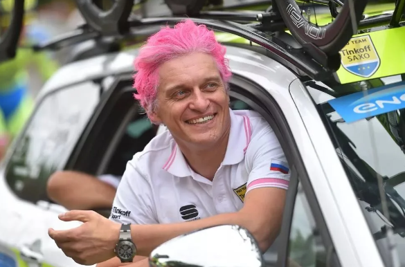 Олег Юрьевич отмечает победу своей команды на велогонке